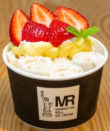 ロールアイス専門店「マンハッタンロールアイスクリーム」