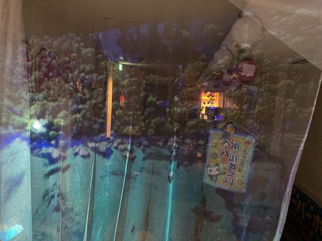 店名:夏祭りCafé&Bar祇園あら井 所在地:〒605-0073京都市東山区祇園町北側347-87 彩和ビル2F アクセス:京阪電車「祇園四条駅」徒歩7分、阪急電車「京都河原町駅」徒歩10分 TEL:075-746-4199 営業時間:12:00~24:00 (定休:月曜・火曜) 席数:28席、無料Wifi完備 料金:夏祭り中は入場セット2,000円で遊び尽くせます。 URL:https://gionarai.com/ Instagram:https://www.instagram.com/gion.arai.official/